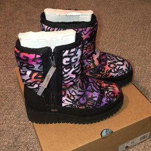 New! UGG boots. 5.5